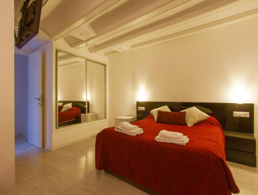flat-for-sale-in-carrer-del-call-junto-a-plaça-sant-jaume-el-gótic-in-barcelona