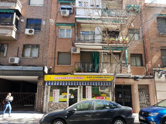 Muy cerca de la Calle Alcalá, barrio bien consolidado.